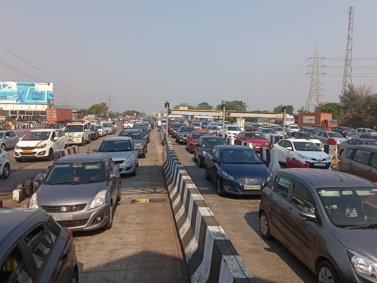 Long weekend exodus takes toll on Mumbai-Pune Expressway