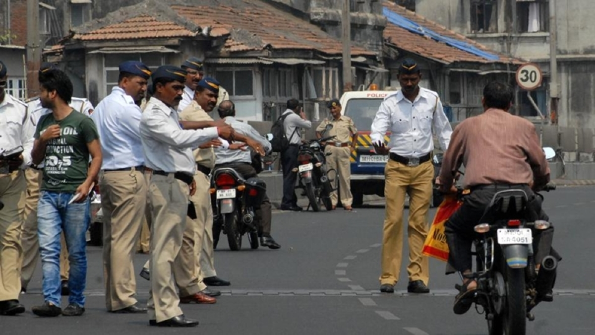 Mumbai traffic cops crackdown on fancy number plates