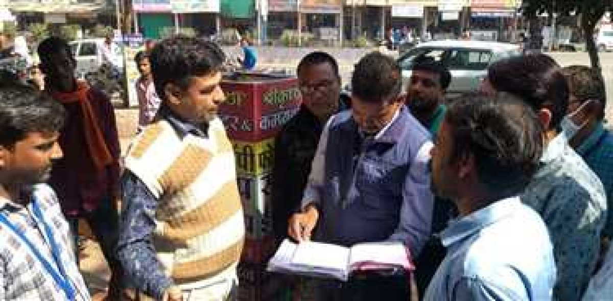 Madhya Pradesh: Barwani municipality begins strict revenue collection drive, three shops sealed
