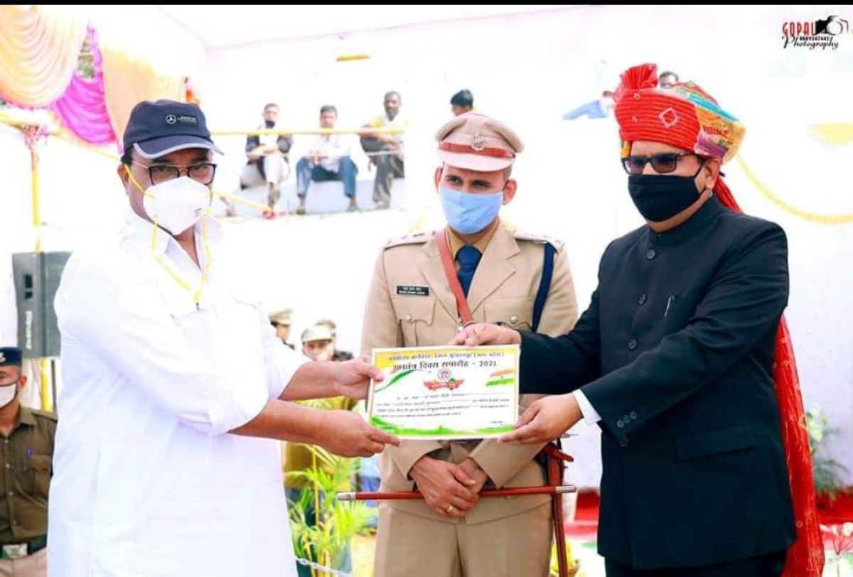 Macrovision Academy director Anand Chowksey felicitated by district collector Praveen Singh during Republic Day celebration at Nehru Stadium in Burhanpur on Tuesday