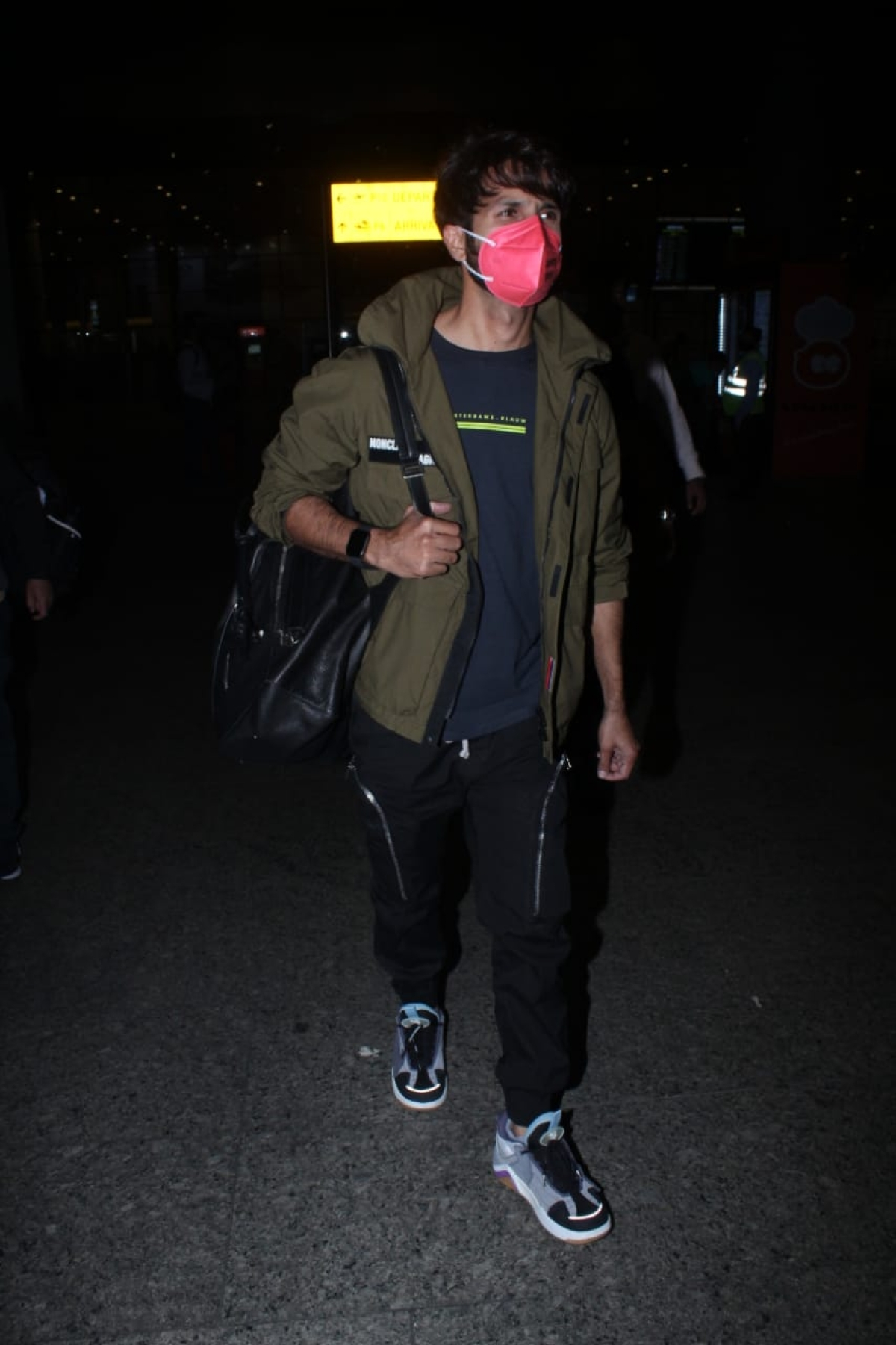 Shahid Kapoor at Mumbai airport