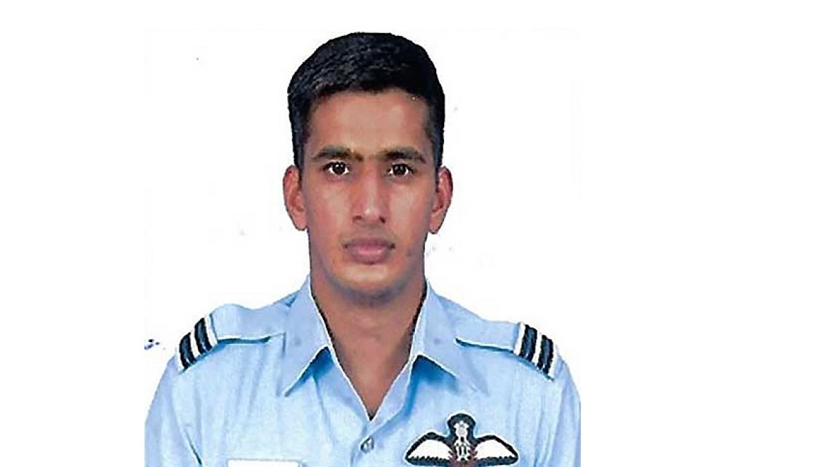 President confers Vayu Sena Medal to Flight Lieutenant Anand Singh Flying (Pilot)