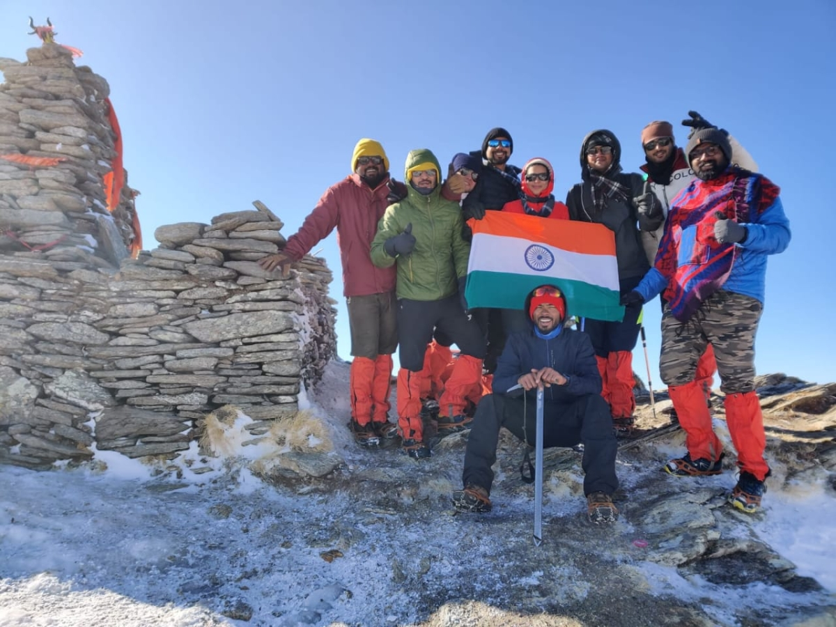 Madhya Pradesh: Gautam from Tanda village hoists tricolor at height of 12,500 feet in temperature of minus 13 degrees Celsius