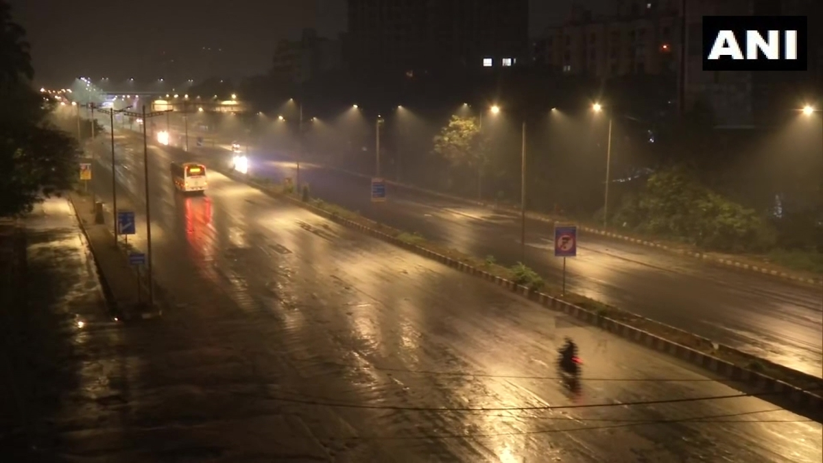 Maharashtra: Mumbai receives light showers