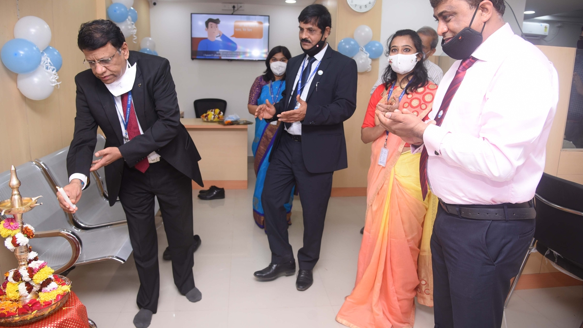 Mahesh G Mahableshwarkar, General Manager, Bank of Maharashtra inaugurates new premises of Sus Branch, Pune