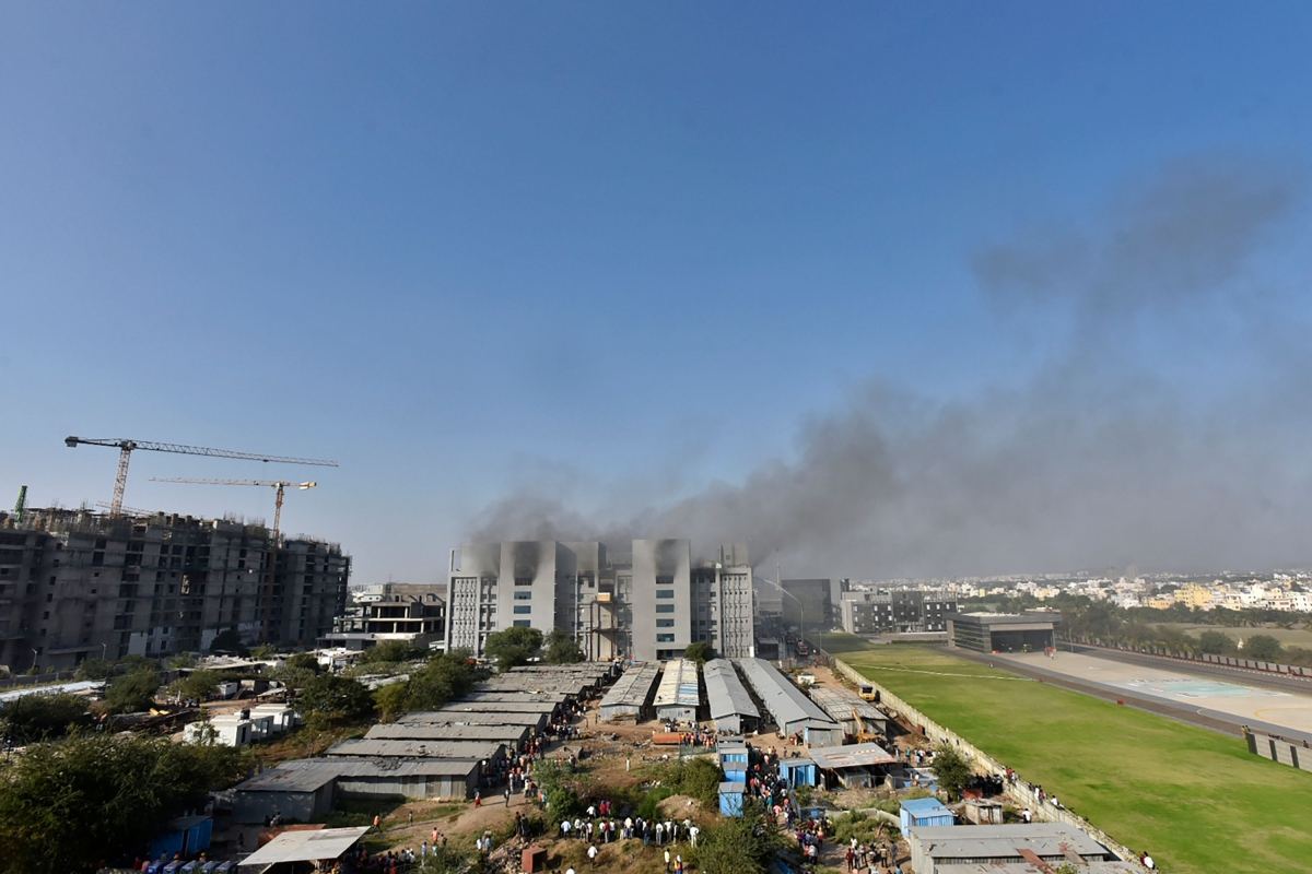 Smoke rises after a fire broke out at Indias Serum Institute in Pune on January 21, 2021. - A fire broke out on January 21 at Indias Serum Institute, the worlds largest maker of vaccines, local TV footage showed, but media reports said production of the Covid-19 coronavirus vaccine was not affected.