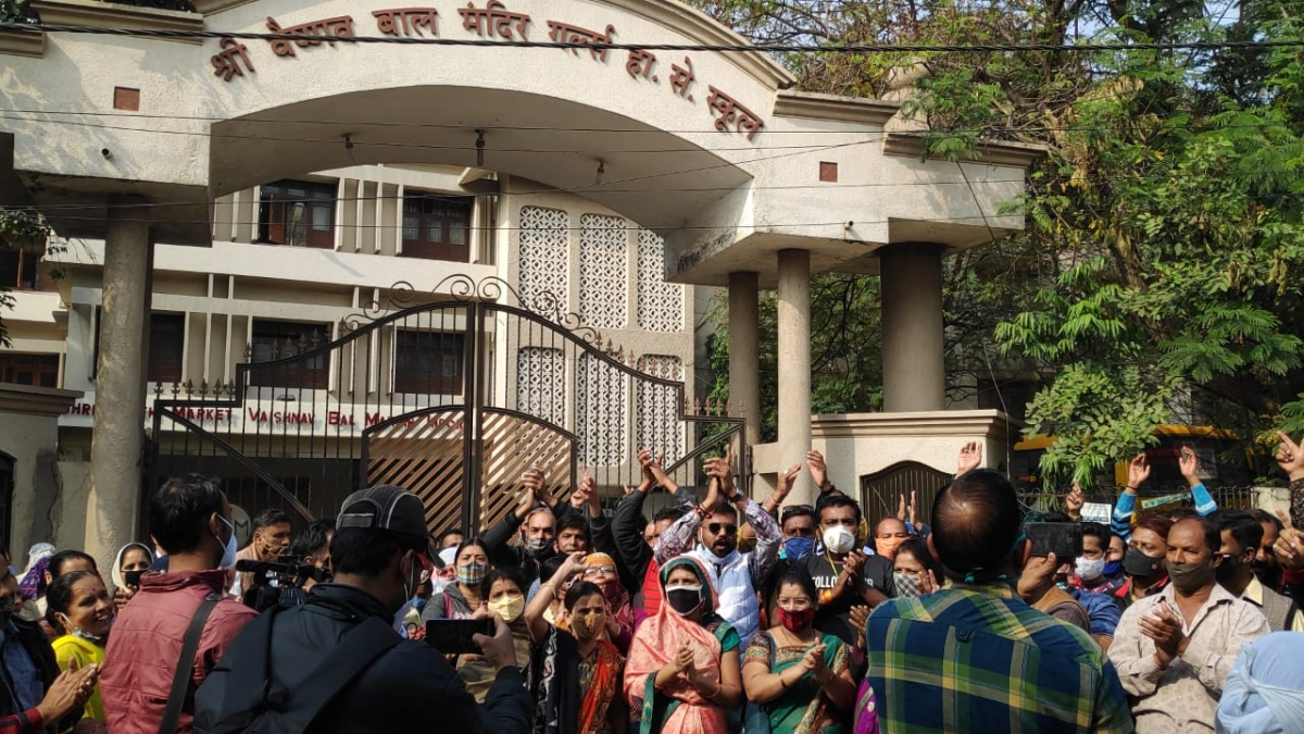 Parents staged a protest and shouted slogans in front of Shri Vaishnav Bal Mandir Girls School on Thursday
