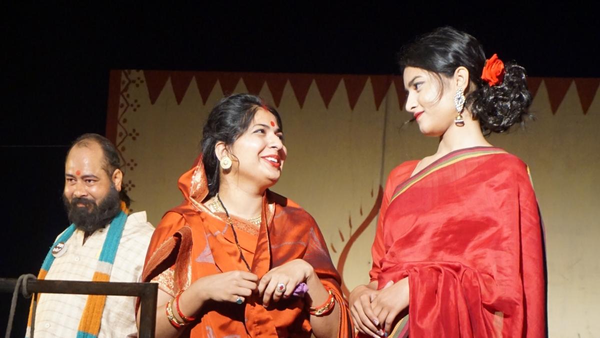 Artists of Abhinav Rangmandal present Malwi play 'Are Bhala Manak Hon' in Ujjain on Sunday FP PHOTO