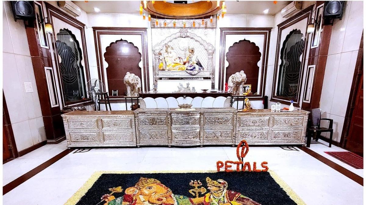 Pune: Robbery at Mandai Ganapati Temple; 25 tolas gold stolen