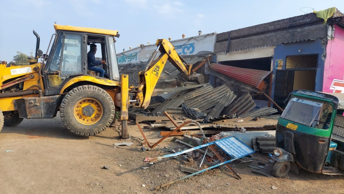 Indore: Dhaba from where illicit liquor was recovered razed