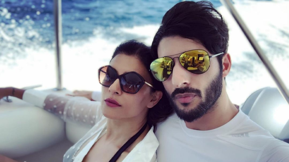 Sushmita Sen turns 'inhouse photographer' for beau Roham Shawl, latter calls her 'kickass'
