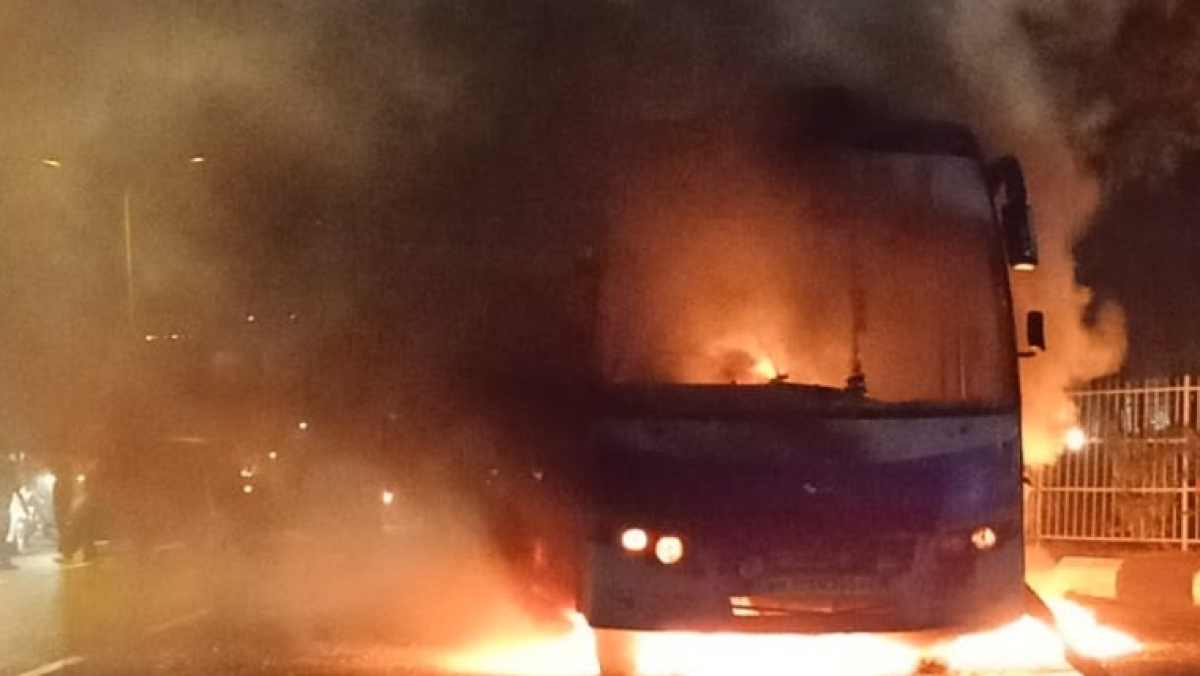 Thane: Fire in a private bus headed from Shirdi to Borivali, no casualty reported; watch video