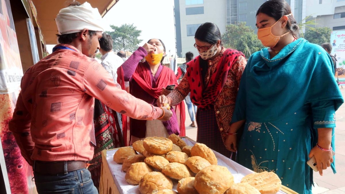 The farmers were in the city to take part in the ongoing 'Gur Mela' at Bhopal Haat.