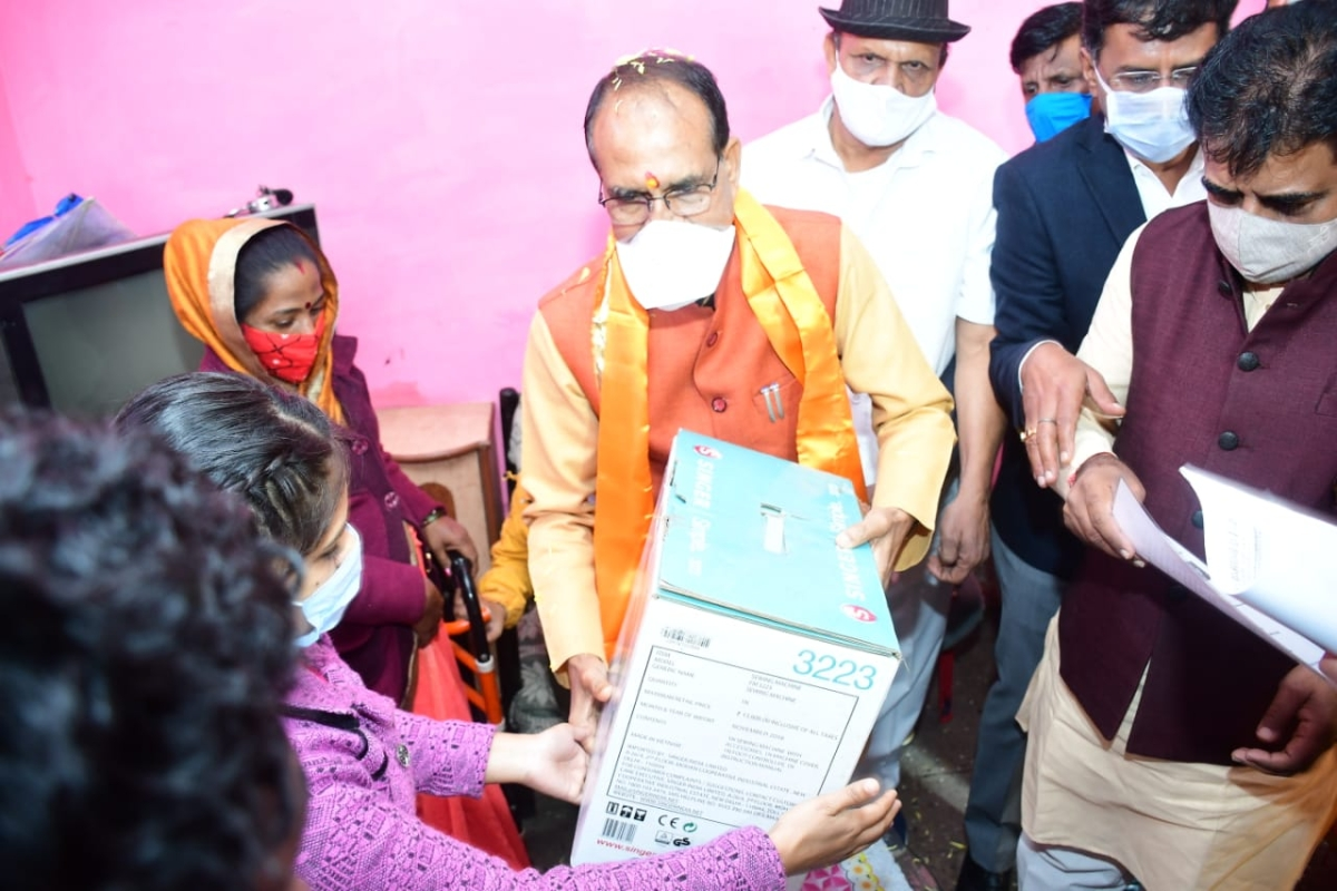 Madhya Pradesh: Chief minister Shivraj Singh Chouhan celebrates New Year day with economically weaker sections  in Indore