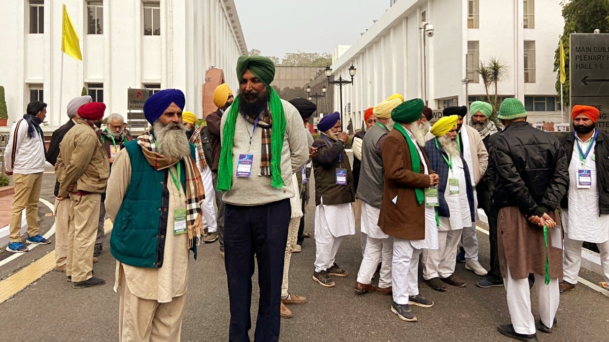 Farmers leaders arrive to attend the meeting with Union Minister of Agriculture Narendra Singh Tomar and Union Minister of Commerce and Industry Piyush Goyal at Vigyan Bhavan in New Delhi on Friday.