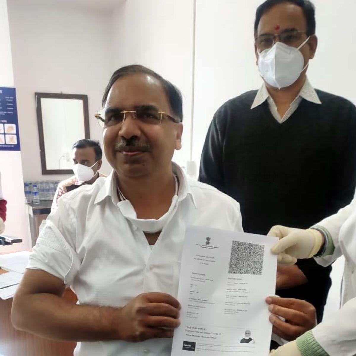 Madhya Pradesh: ACS, Health commissioner get Covid-19 vaccine to fight virus