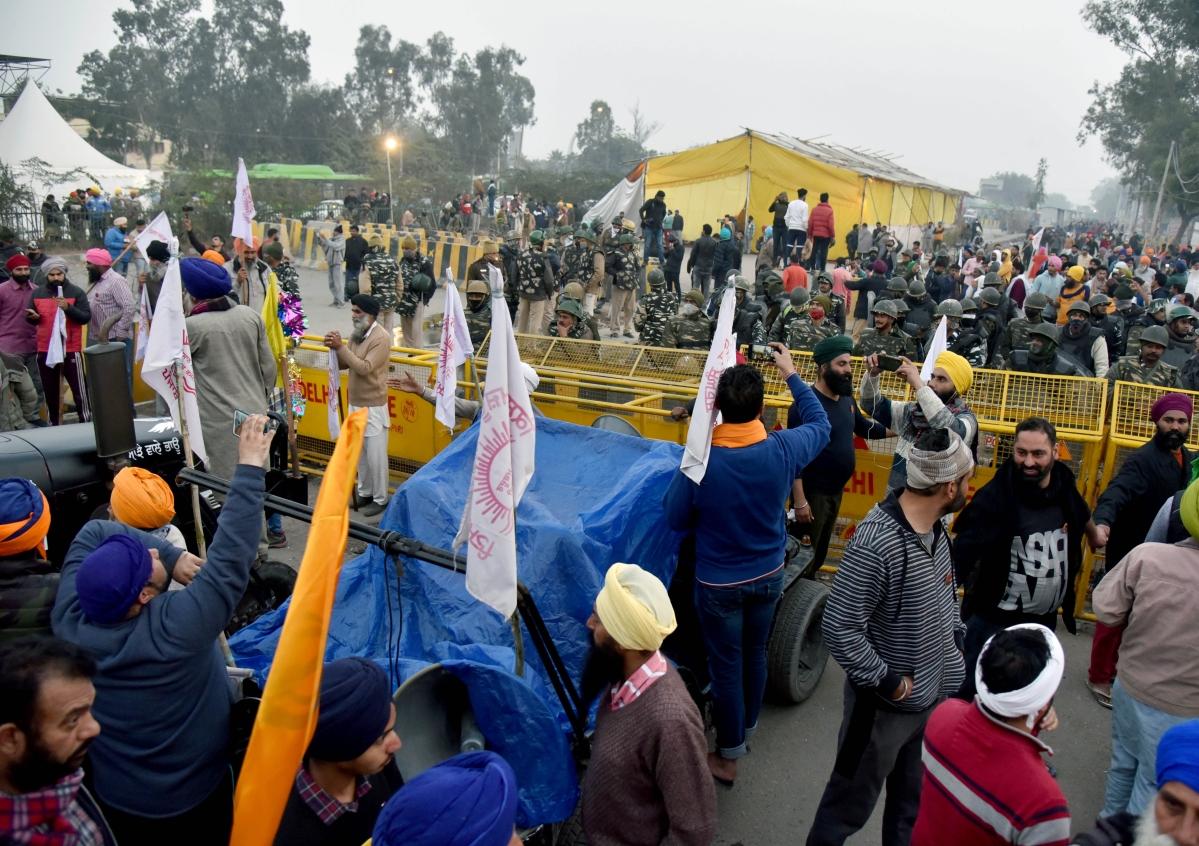 Tractor Parade: Farmers break police barricades, face tear gas shells to enter Central Delhi - See pics