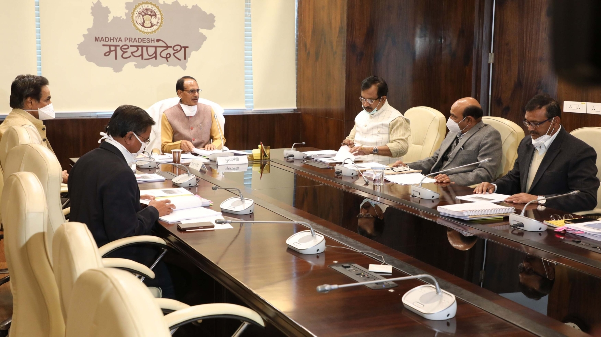 Chief minister Shivraj Singh Chouhan addresses officials on Thursday.
