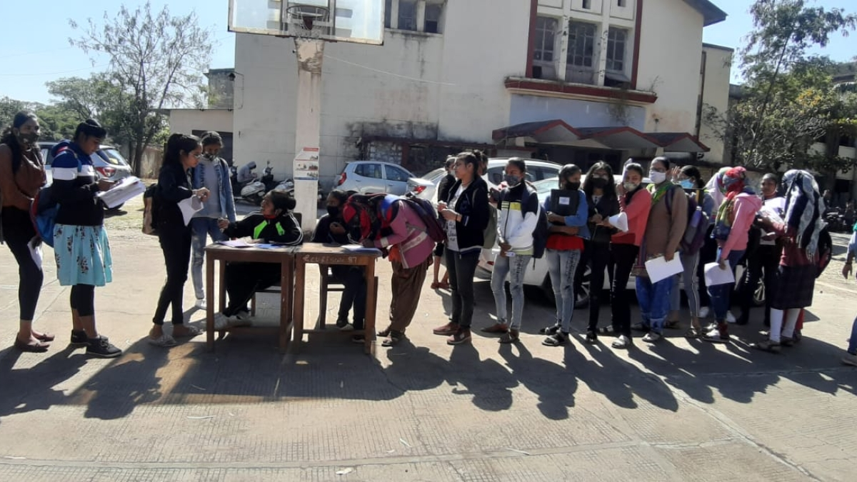 GGPGC students register for driving licence during a special camp