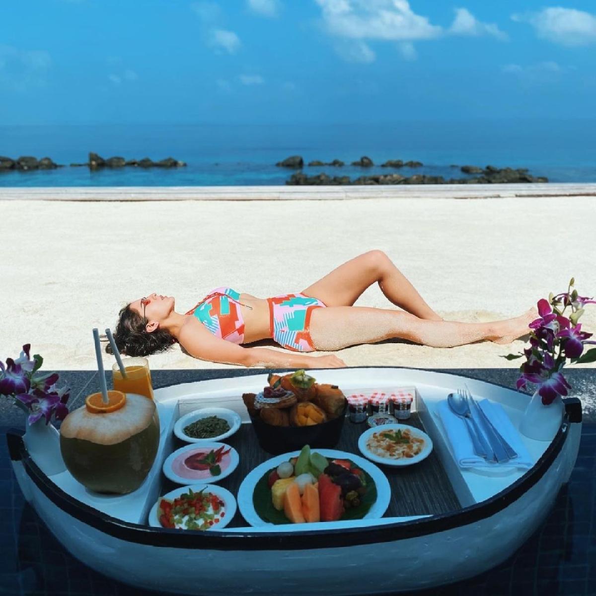 Sara Ali Khan stuns in a bikini, enjoys floating breakfast during Maldives vacay