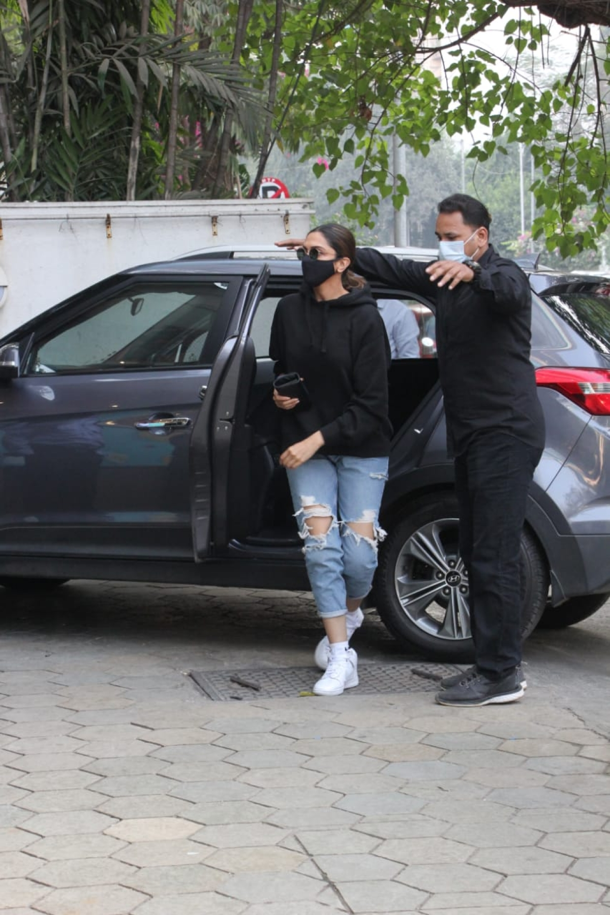 Mumbai: Deepika Padukone and hubby Ranveer Singh step out for dinner with director  Shakun Batra; see pics