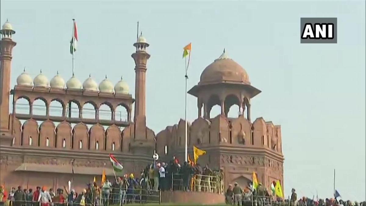 Tractor Parade: Farmers defy tear gas shells, lathis to reach Red Fort