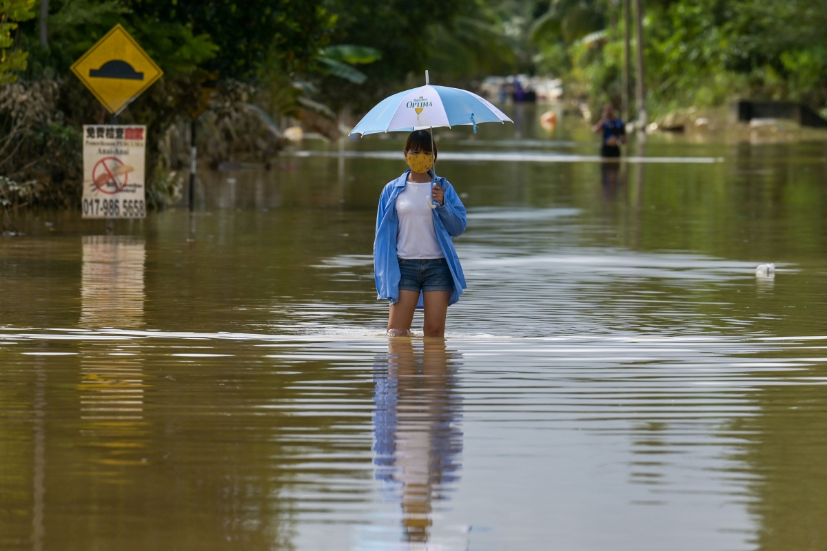 Flooding in Malaysia worsens, 46,000 displaced
