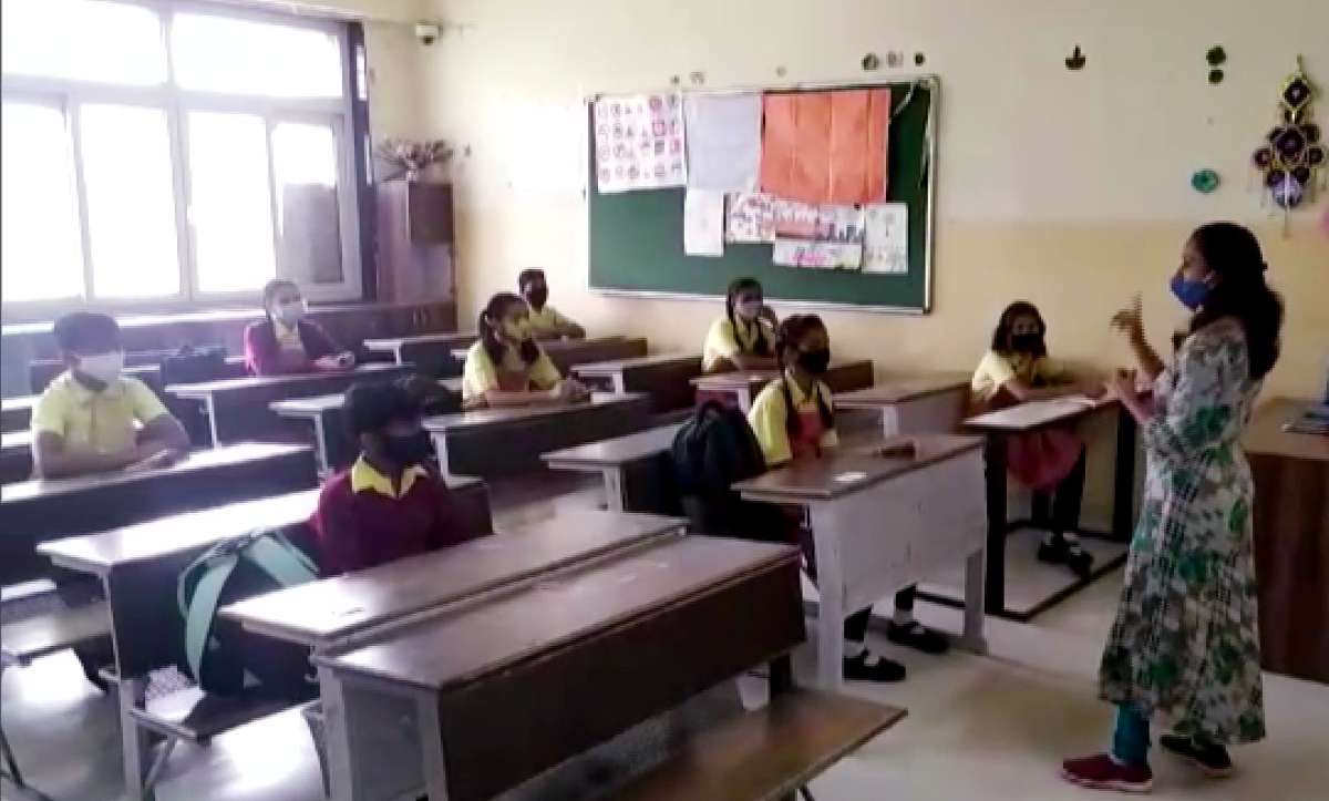 Teaching and non-teaching staff to shoulder responsibility as schools reopen offline in Maharashtra