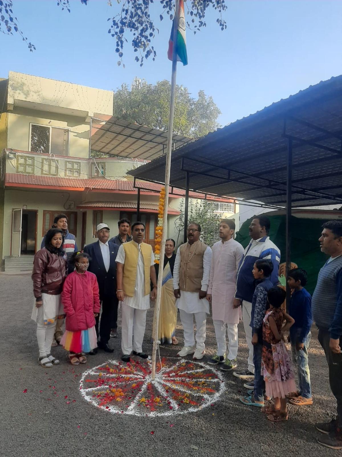 Madhya Pradesh: Cabinet minister Rajvardhan Singh Dattigaon hoists national flag in Dhar