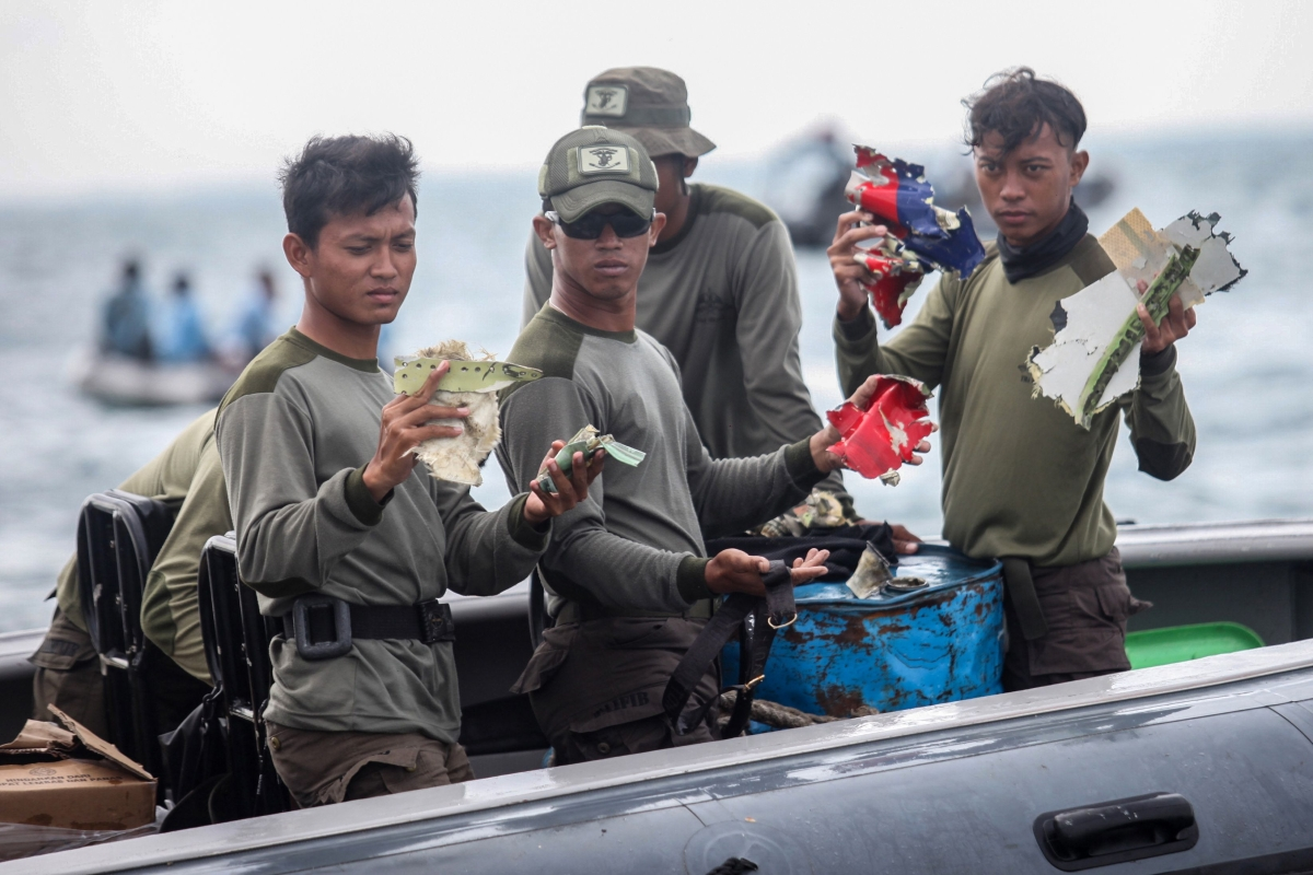 Indonesia: Authorities recover data from crashed plane's black box