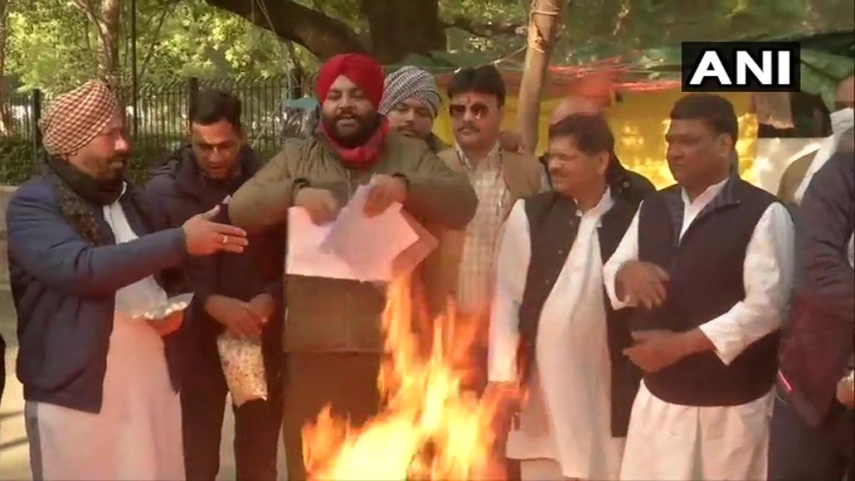 Congress MP Gurjeet Singh Aujla, protesting farmers burn copies of farm laws on Lohri; watch video