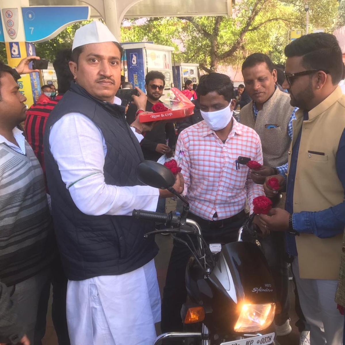 Ujjain: Youth Congress workers stage demo against fuel hike