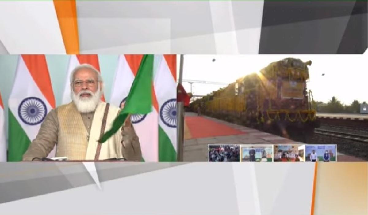 Modi flags off 100th ''Kisan Rail''
