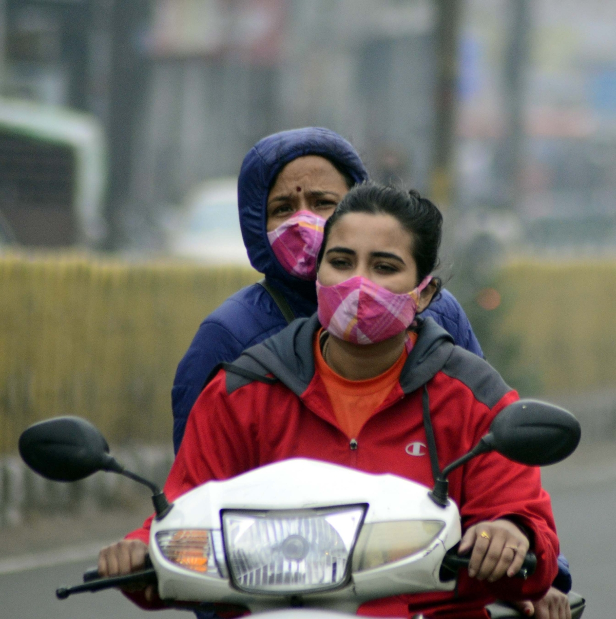 Bhopal recorded a day temperature of 25.3 degrees Celsius, while the night temperature was 16.7 degrees Celsius.