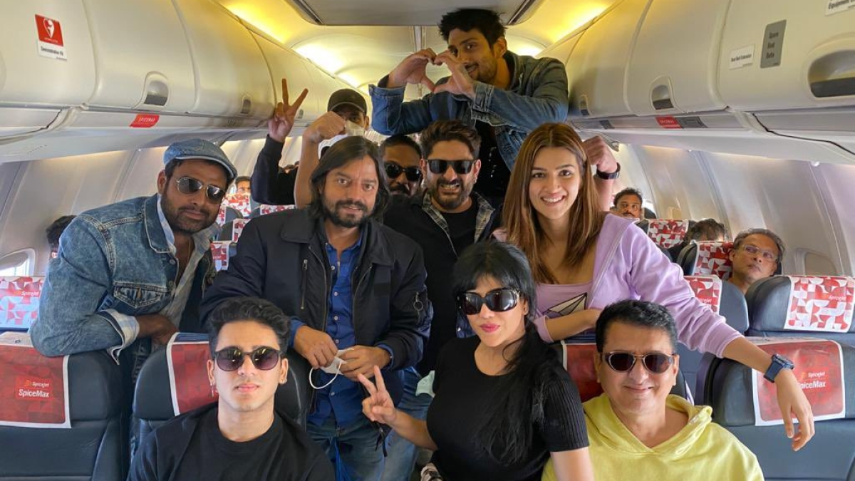 Bachchan Pandey: Kriti Sanon, Arshad Warsi, Parteik Babbar and others jet off to Jaisalmer for shoot of the film