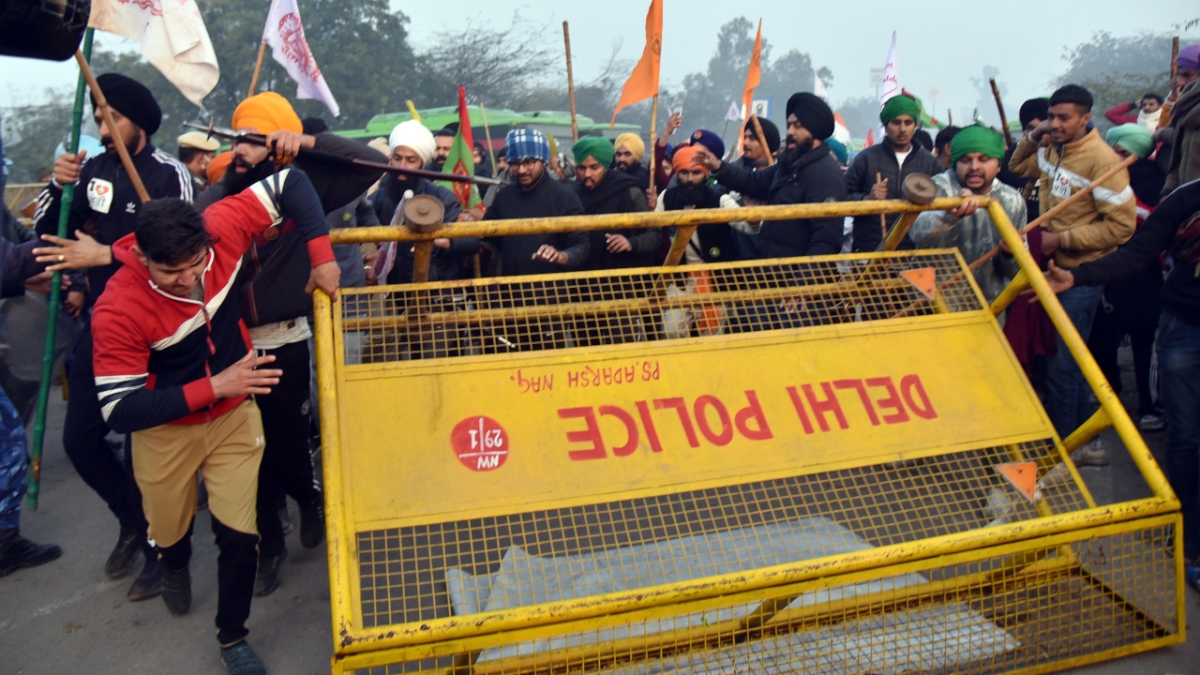 Farmers' Protest: Internet snapped at multiple locations in Delhi-NCR as chaos reigns on R-Day