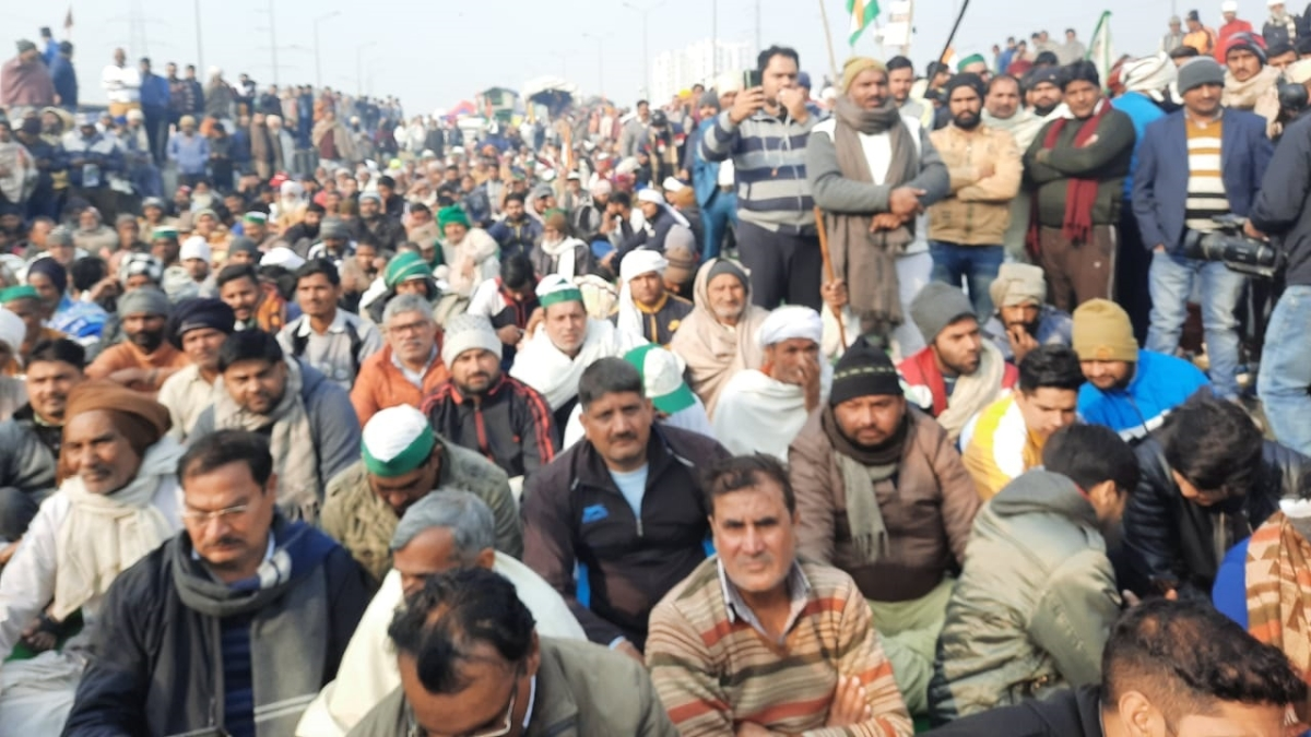 A huge crowd of people gathered at Ghazipur border where the farmers' protest against the three farm laws is going on.