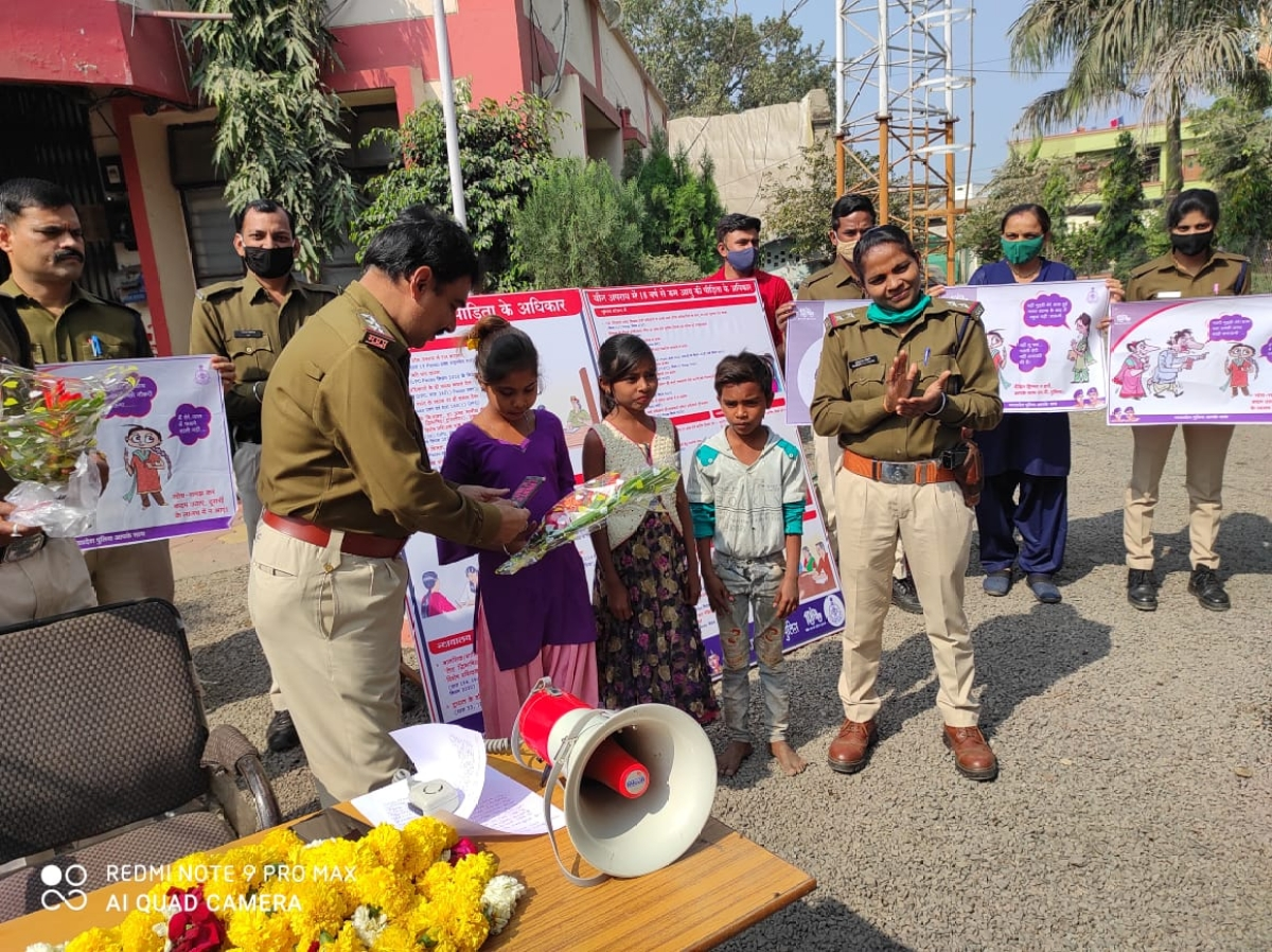 Madhya Pradesh: Two girls feted for helping cops to rescue minor girl in Sanawad
