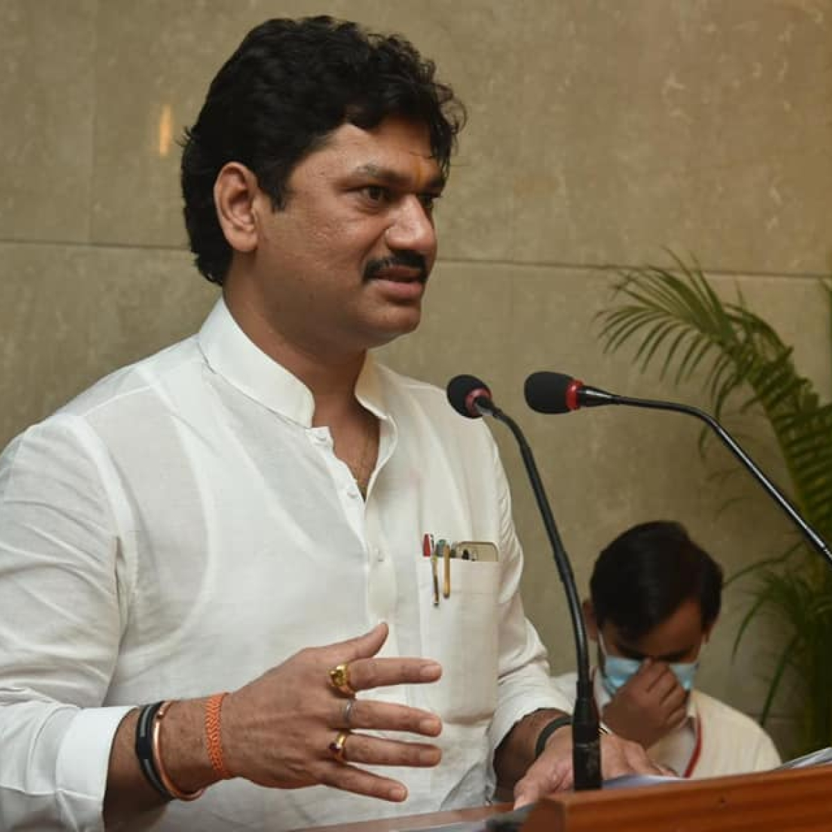 COVID-19: Maharashtra Minister Dhananjay Munde demands priority vaccination for journalists