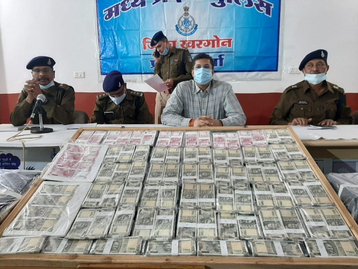 Khargone district top police officials with seized fake currency notes at district police headquarters in Khargone on Wednesday