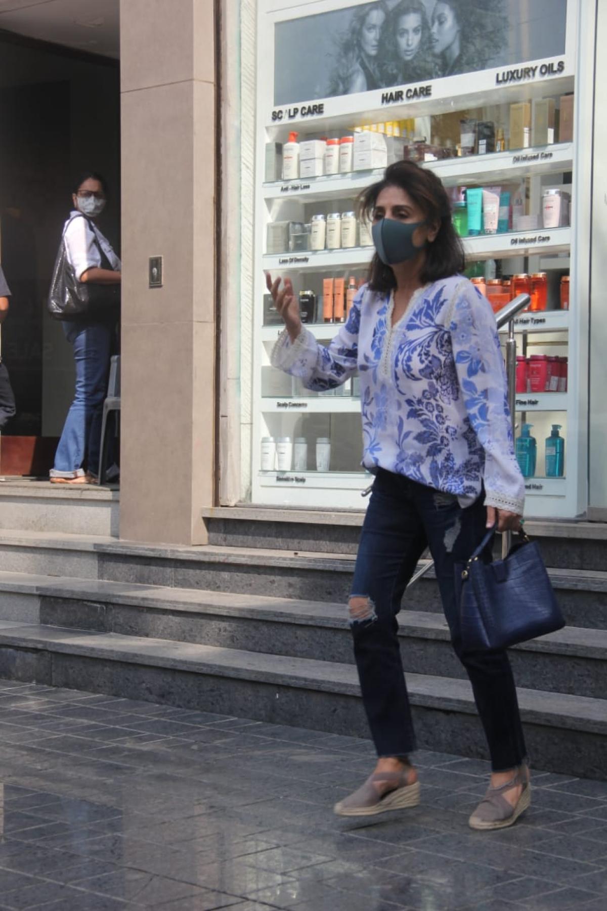 Neetu Singh spotted  outside a salon in Bandra