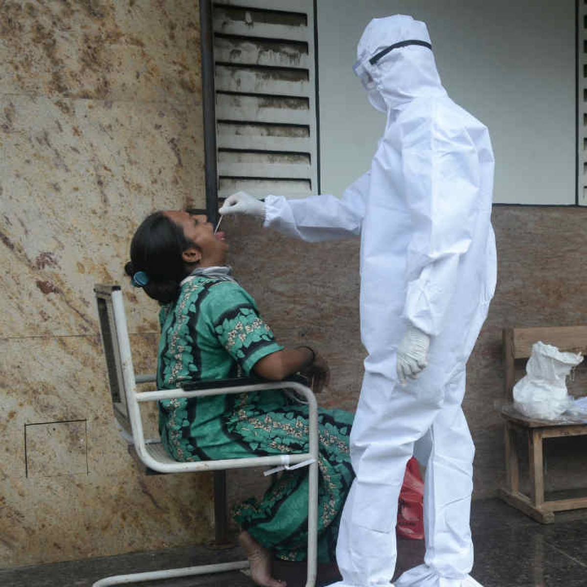 India reports 67,208 fresh COVID-19 cases, 2,330 new fatalities
