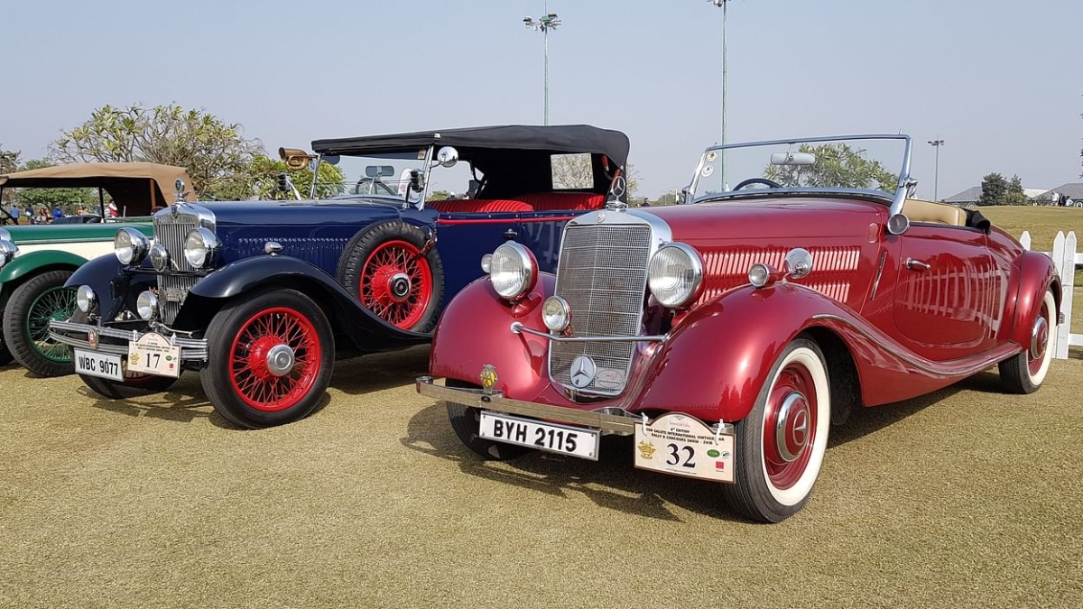Vintage cars rally in Thane