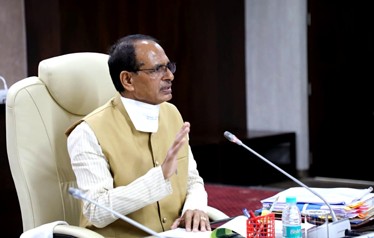 Bhopal: People raising doubts over vaccine Prime Minister took are of small mindset, says Shivraj Singh