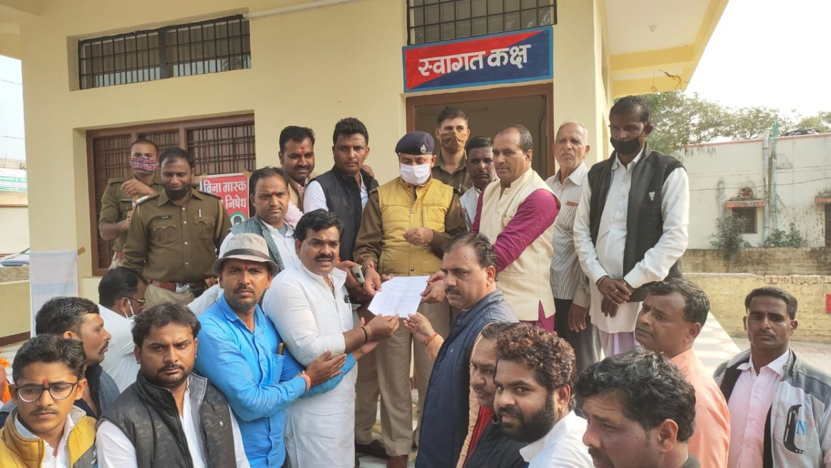 Alot MLA, others submitted memorandum to Rajasthan police on Saturday evening