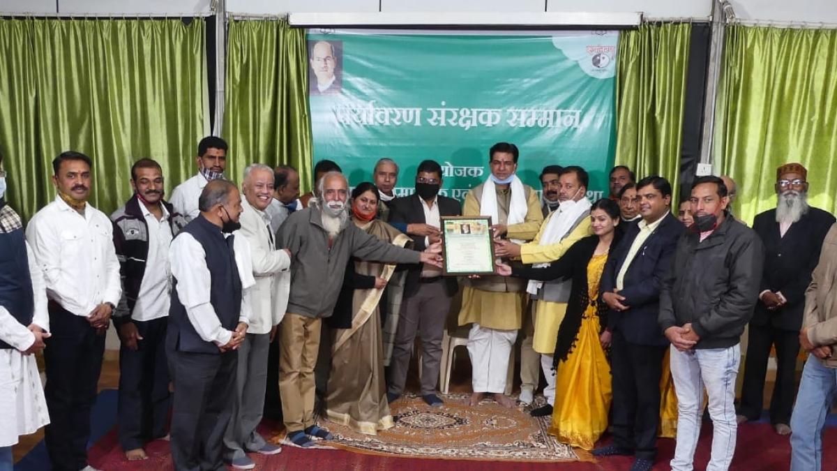 Functionaries of 12 organisations felicitate MP Jan Abhiyan Parishad vice-president Vibhash Upadhyay during 21st foundation day of Roopantaran