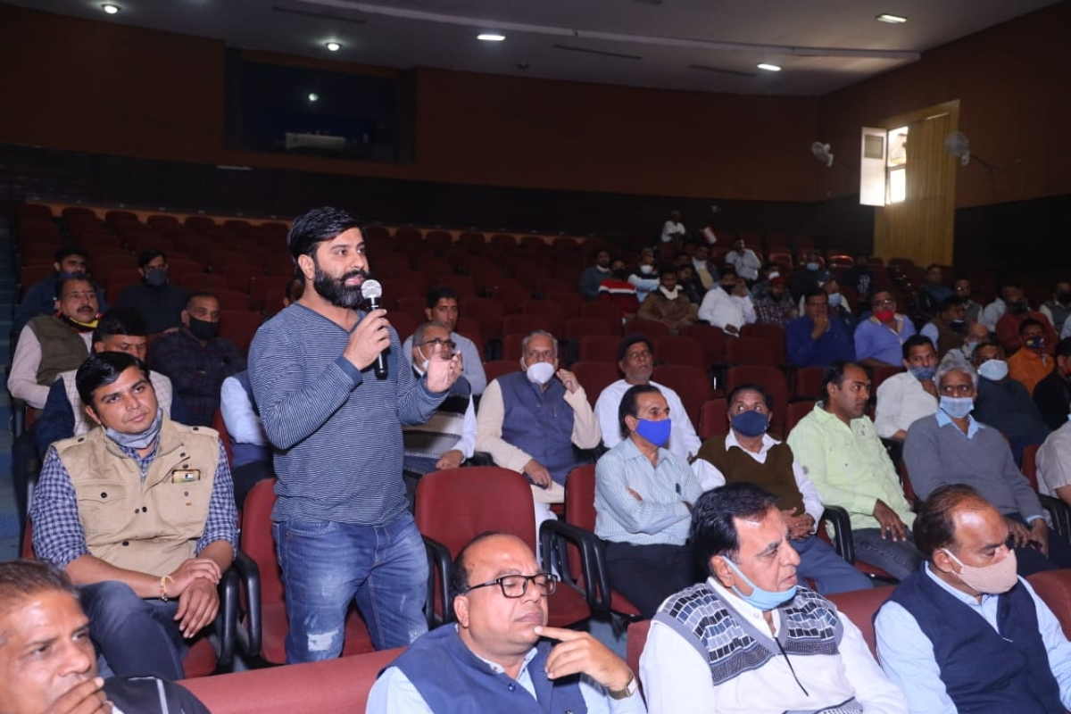 Wholesale and retail food professionals interact with experts during doubt clearing session on concluding day of workshop