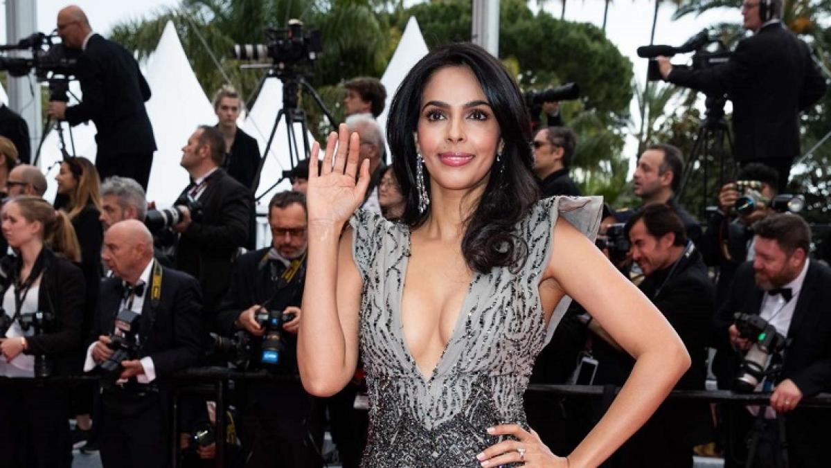 Mallika Sherawat in talks to replace Arbaaz Khan in Vivek Oberoi's film
