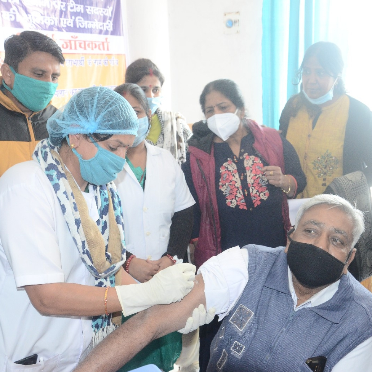 Corona vaccine in Ujjain: 61-yr-old sanitation worker gets first jab