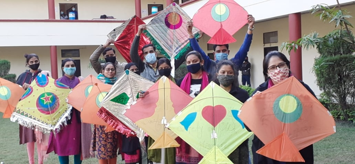 Indore: Worshipping the sun, denizens embrace Makar sankranti with sesame-jaggery sweets, kites and goodies